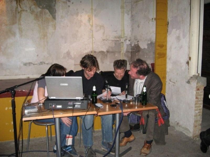 De Hobbyrockers performing a satirical audioplay during the Mind Radio reprise.